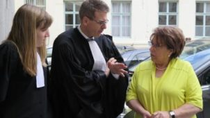 """La Voix du Nord: """"Au procès de ses braqueurs, Monique Bouquignaud, la bijoutière de Cambrai, écoute les mensonges et serre les poings"""""""