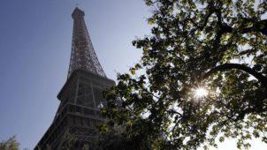 """Le Figaro: """"La Tour Eiffel condamnée pour avoir exposé ses salariés au plomb"""""""